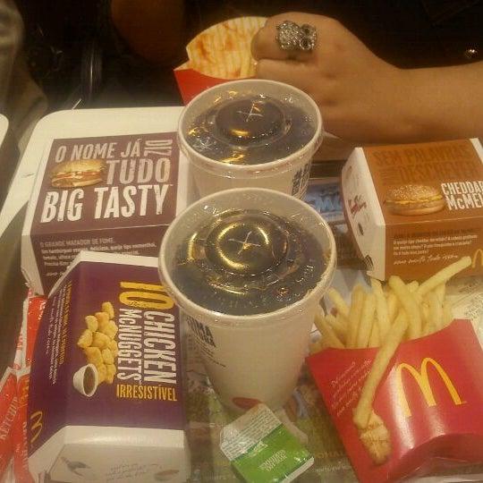 Photo taken at McDonald's by Eduardo A. on 8/26/2011