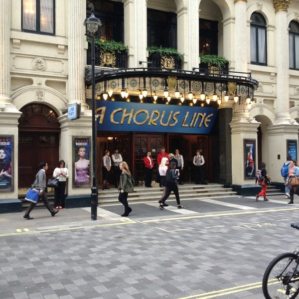Foto scattata a The London Palladium da Suzie G. il 6/17/2013