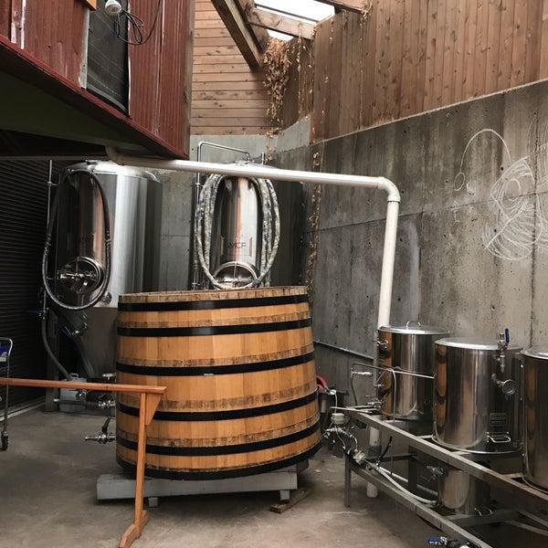 5/28/2017 tarihinde Douglass R.ziyaretçi tarafından Yachats Brewing + Farmstore'de çekilen fotoğraf