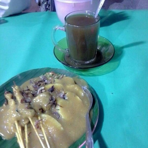 Photo taken at Pasar kaget berastagi by dewi s. on 1/23/2015