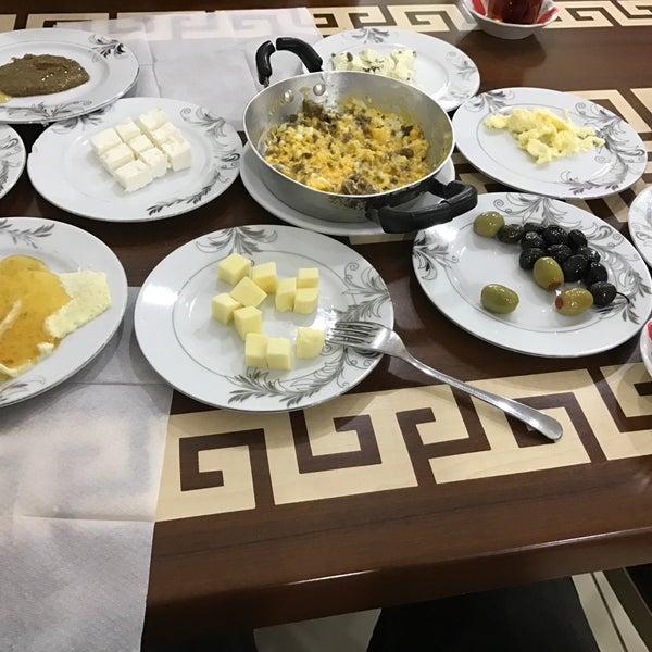 2/28/2017 tarihinde Orhan🐍🔥ziyaretçi tarafından Yeni İmsak Kahvaltı Salonu'de çekilen fotoğraf