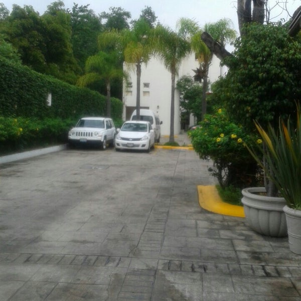 Photo taken at Áurea Hotel and Suites, Guadalajara (México) by Pablo M. on 7/26/2016