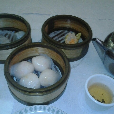 Photo taken at Canton Dim Sum & Seafood Restaurant by Alber R. on 9/17/2012