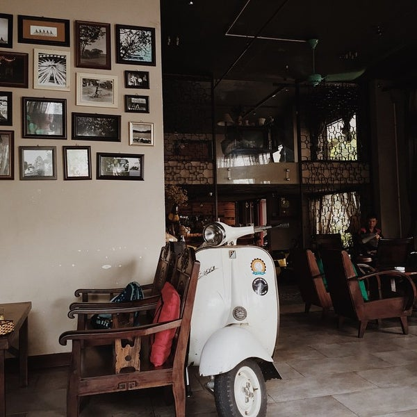 Photo taken at Lộc Vừng Café by thang m. on 5/16/2015