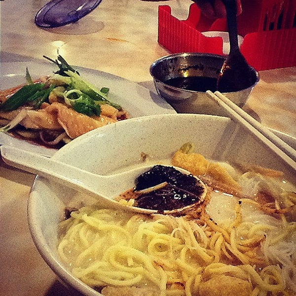 Photo taken at Hot Bowl Nyonya Delights by Michael C. on 1/23/2013