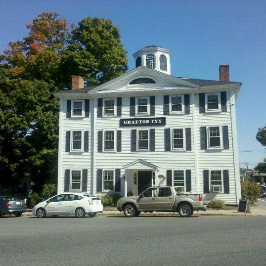 Foto diambil di Hunter's Grille & Tap @ The Grafton Inn oleh Al M. pada 9/22/2012