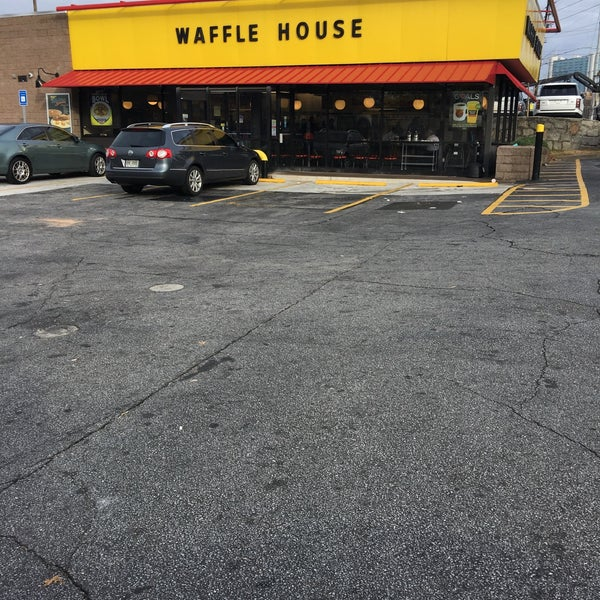 Photo taken at Waffle House by Chuck N. on 1/17/2017