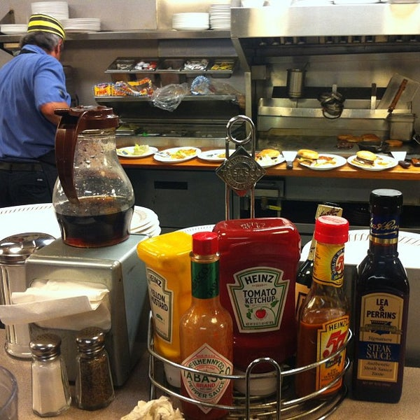 Photo taken at Waffle House by Lluis L. on 4/18/2013
