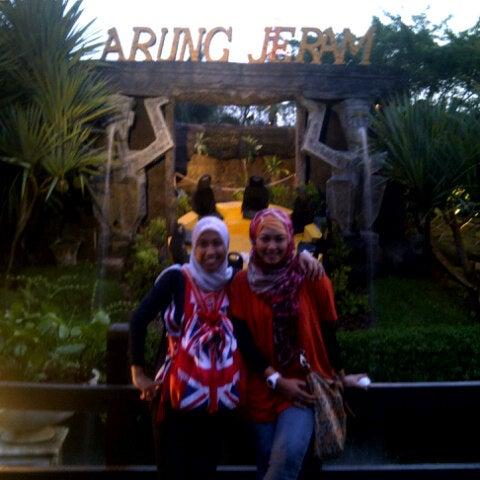 Foto scattata a Wahana Arung Jeram (River Raft Ride) da Rizqi A. il 10/23/2012