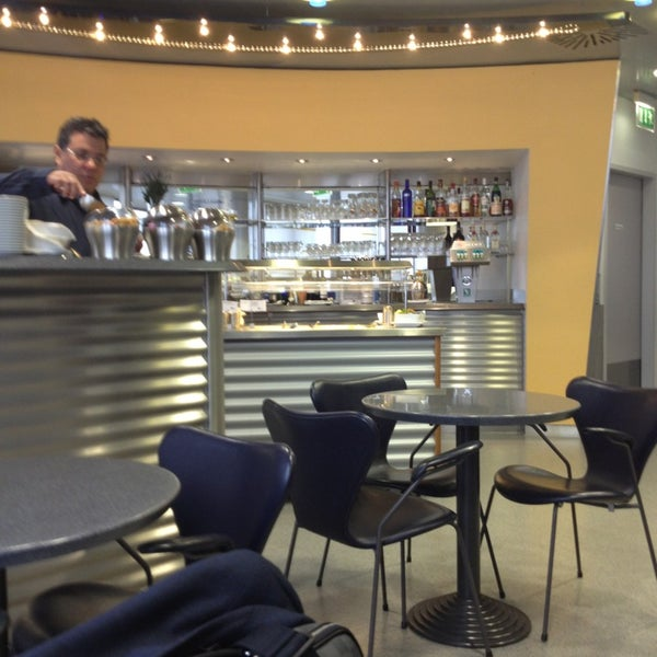 Foto tirada no(a) Lufthansa Senator Lounge por Nelson F. em 3/9/2013