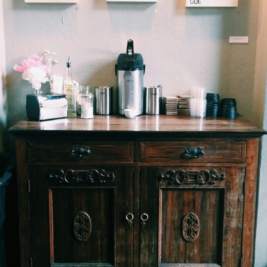 Photo taken at Coffeehouse Northwest by Nana N. on 5/26/2015