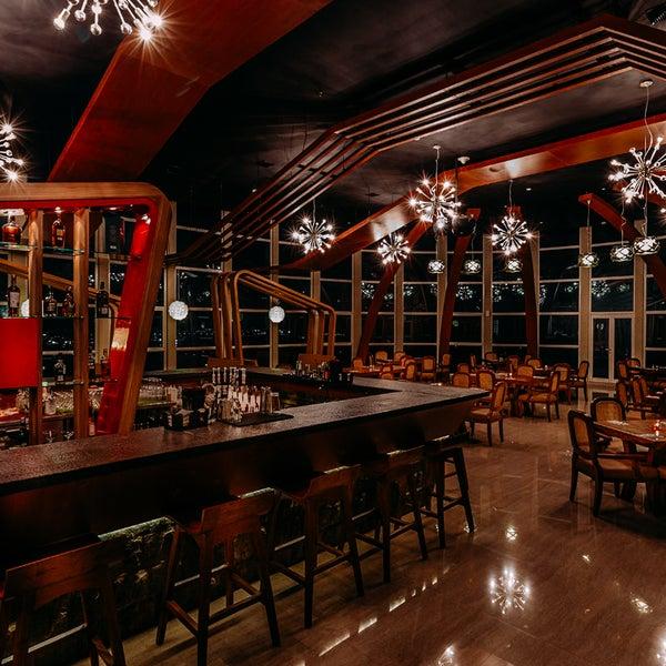 Foto diambil di ON20 Bar & Dining Sky Lounge oleh ON20 Bar & Dining Sky Lounge pada 6/23/2017