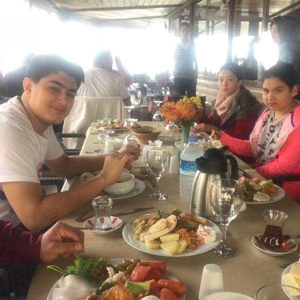 Photo taken at Körfez Aşiyan Restaurant by Ali Celik on 11/19/2017