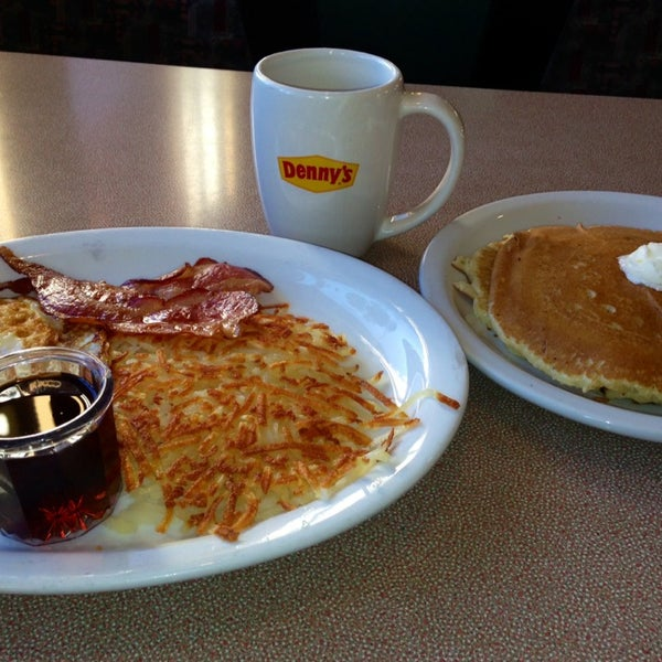 Photo taken at Denny's by Dustin R. on 1/6/2014