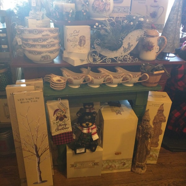 Photo taken at Cracker Barrel Old Country Store by Devyn N. on 9/4/2017