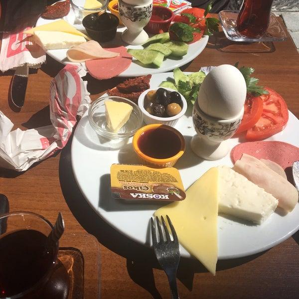 3/29/2017 tarihinde Tamerhan Ö.ziyaretçi tarafından Fiskos Kahvaltı Cafe'de çekilen fotoğraf