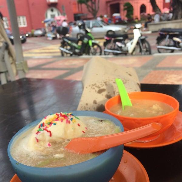 Photo taken at Cendol Jam Besar Melaka by Lynn 🌸 on 3/31/2017