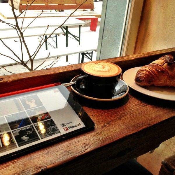 Снимок сделан в Bonanza Coffee пользователем Ben M. 12/23/2012
