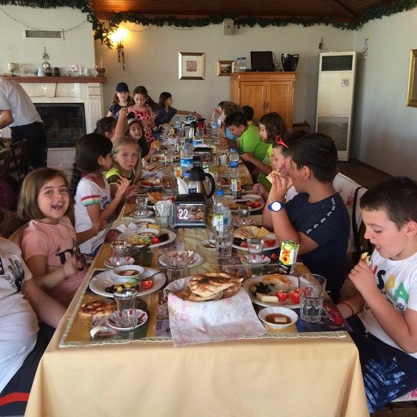 5/15/2018 tarihinde Esin B.ziyaretçi tarafından Köyüm Bahçe Restaurant'de çekilen fotoğraf