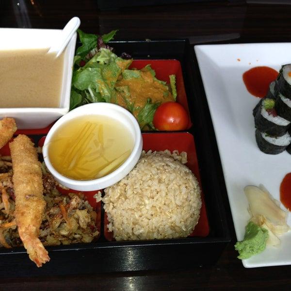 Foto tomada en Red Koi Thai & Sushi Lounge por Les B. el 3/1/2013