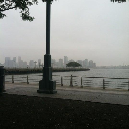 Das Foto wurde bei Hudson River Park von Damian C. am 10/3/2012 aufgenommen