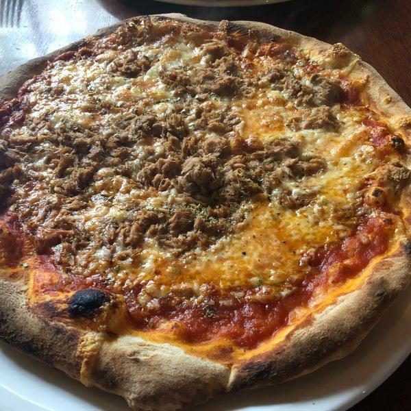 Nette kleine Pizzeria direkt in der Nähe der Haupteinkaufsstraße. Die Pizza war sehr lecker!