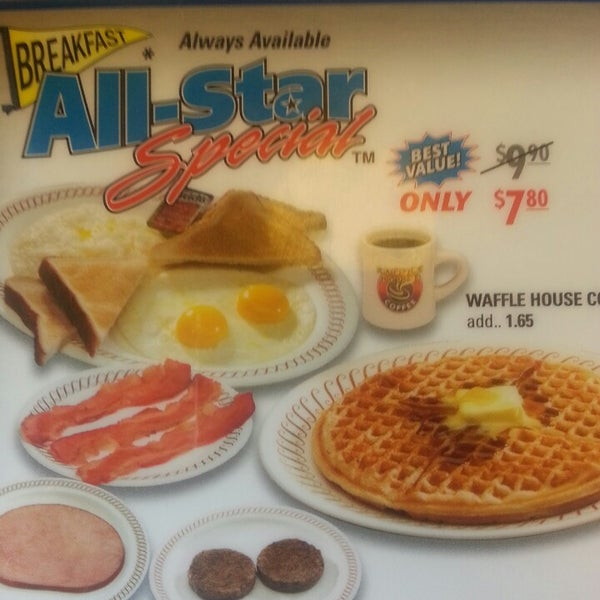Photo taken at Waffle House by T M. on 6/4/2013