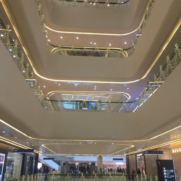 Photo taken at 银河国际购物中心 Galaxy Mall by xuer y. on 1/30/2016