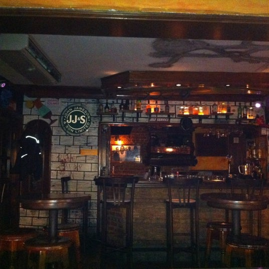 รูปภาพถ่ายที่ Körfez Bar โดย Ahmet K. เมื่อ 9/23/2012