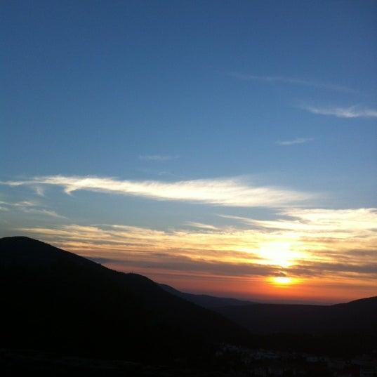 Foto tirada no(a) Serra da Estrela por Ana F. em 10/5/2012