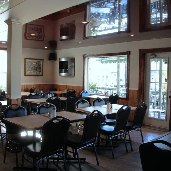 Photo prise au Au Petit Cafe Restaurant Chez Denise par Au Petit Cafe Restaurant Chez Denise le3/18/2015
