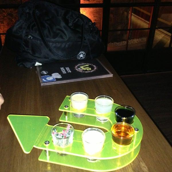 12/25/2012 tarihinde Metin S.ziyaretçi tarafından Up Shot Bar'de çekilen fotoğraf