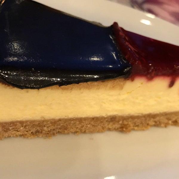 1/19/2017 tarihinde M*B*Aziyaretçi tarafından Maria's Cheesecakes'de çekilen fotoğraf