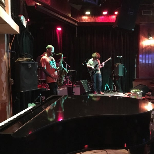 Photo taken at Darwin's Pub by Mike C. on 10/11/2017