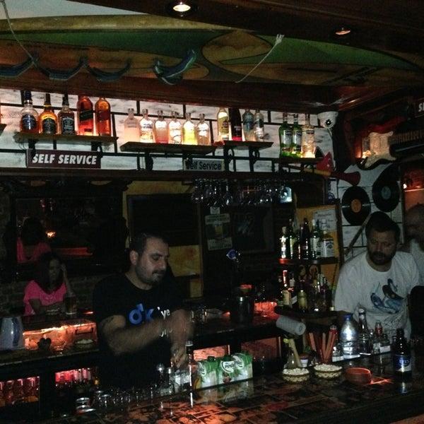 รูปภาพถ่ายที่ Körfez Bar โดย Levent A. เมื่อ 7/21/2013