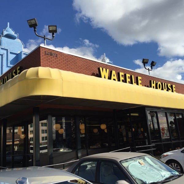 Photo taken at Waffle House by Keith N. on 12/4/2014