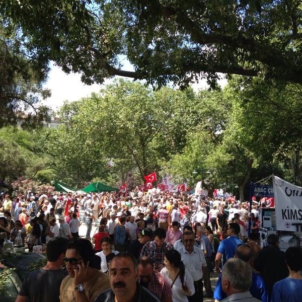 6/9/2013にAli T.がTaksim Gezi Parkıで撮った写真