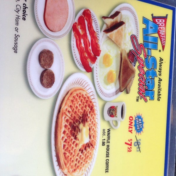 Photo taken at Waffle House by Luis F. on 8/8/2014