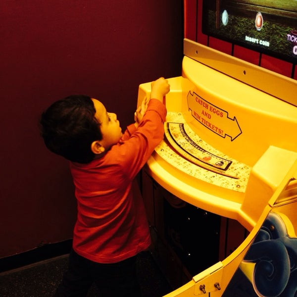 Photo taken at Peter Piper Pizza by Espe V. on 12/27/2013
