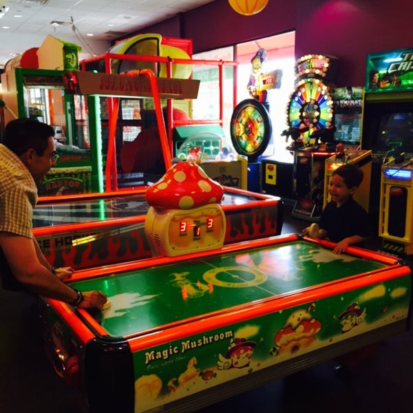Photo taken at Peter Piper Pizza by Espe V. on 10/11/2015