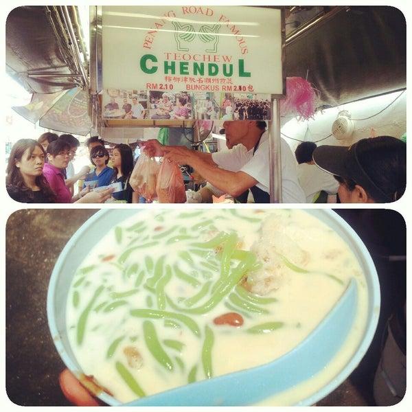 Photo taken at Penang Road Famous Teochew Chendul (Tan) by Eizuwan E. on 5/4/2013
