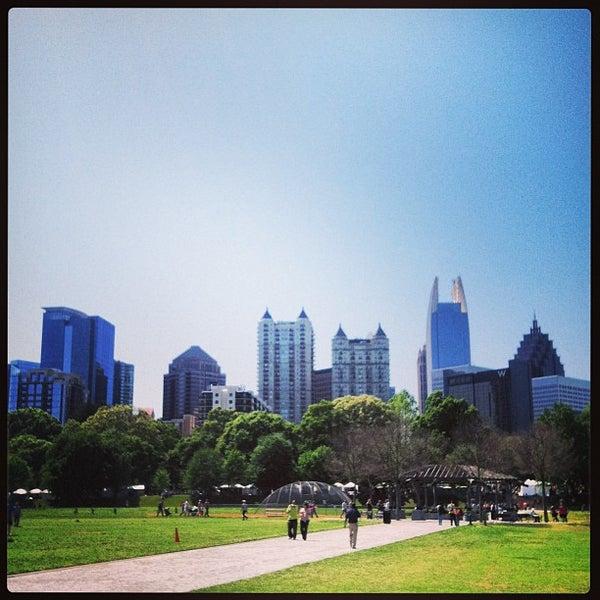 รูปภาพถ่ายที่ Piedmont Park โดย Chris D. เมื่อ 4/20/2013