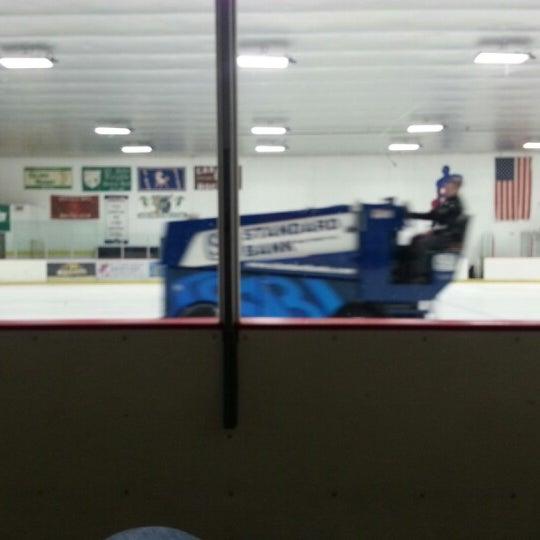 รูปภาพถ่ายที่ Southwest Ice Arena โดย Chris K. เมื่อ 1/12/2013