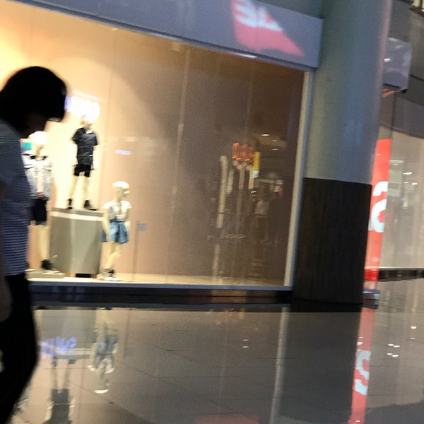Das Foto wurde bei H&M von Akihito A. am 4/15/2017 aufgenommen