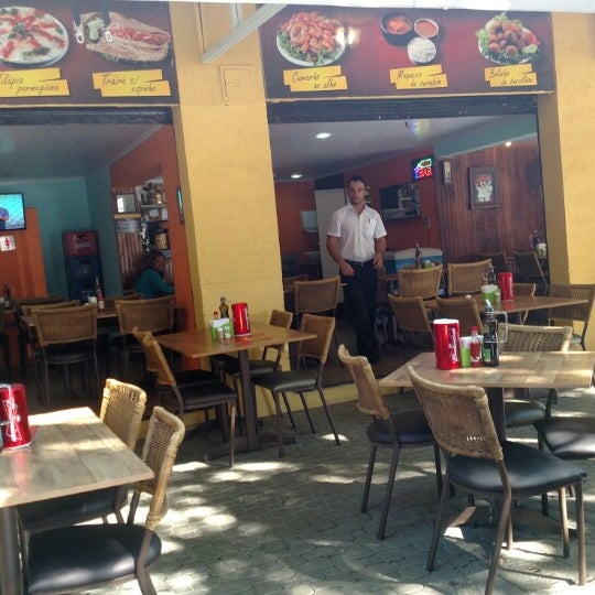 Foto tirada no(a) Domenico Pizzeria Trattoria por Leu K. em 6/19/2015