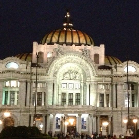 Foto tomada en Palacio de Bellas Artes por Erik R. el 5/19/2013