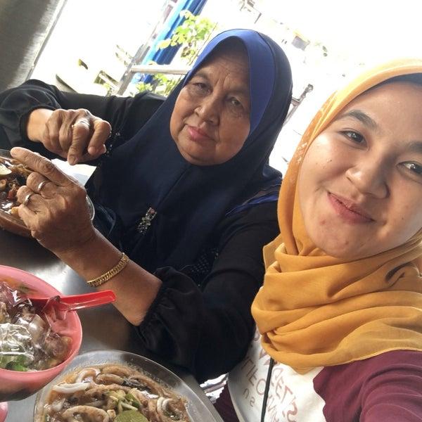 Photo taken at Restoran Anjung Seri by Fyka S. on 9/28/2016