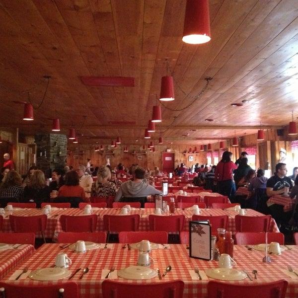 La goudrelle cabane a sucre restaurant in st gregoire for Restaurant saint gregoire