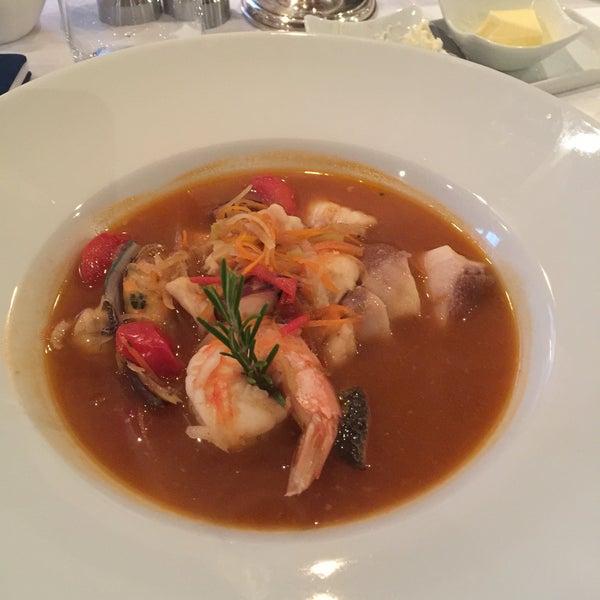 Die Fischsuppe ist köstlich. Turned so richtig an