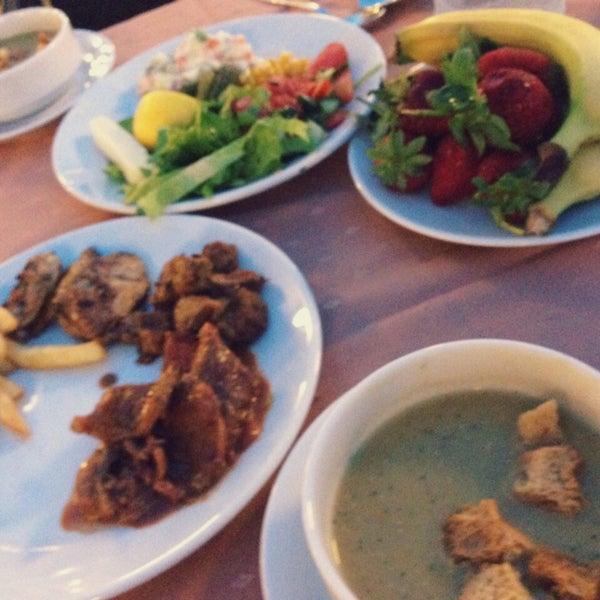 5/9/2015 tarihinde Amangul N.ziyaretçi tarafından Sah İnn Restaurant'de çekilen fotoğraf
